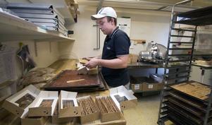 Nästa generation. Oskar Eklöf hör till nästa generation. Även hans syskon och kusiner har jobbat och jobbar på bageriet.