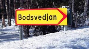 Den nya och fräscha Bodsvedjanskylten som visar till Nötviken.