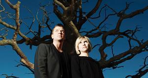 Mats Strandberg och Sara Bergmark Elfgren har skrivit boken Cirkeln som redan blivit en dundersuccé.