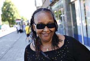 Rhoda Englen, 60 år, jobbar inom äldreomsorgen, Gästrike-Hammarby:– Nej, det tycker jag inte. Jag tror att jag själv försöker hålla cykelreglerna.
