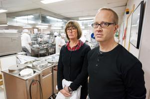 Upprördheten är stor bland lärarna på Restaurang- och livsmedelslinjen på Haraldsboskolan. Nu kritiserar de både sättet de fick reda på skolförvaltningens tankar liksom deras ointresse för verksamheten på Restaurang- och livsmedelsprogrammet.