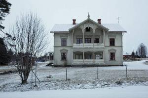 Fastigheten på Häradsvägen i Hammerdal ska bli ett asylboende, det vill i alla fall ägaren Aros Energideklarationer AB. Men hyresgästerna i huset har inte blivit informerade.