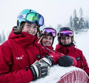 Linnéa, Lollo och Nora träffades genom skidläraryrket och vill jobba med det i många år till.