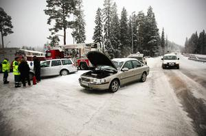 Bilder från några av de många olyckorna i den ökända korsningen på frösön. Många av debattörerna på OP.se/asikter har idéer om hur trafiken ska bli säkrare där.