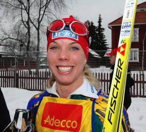 Glad. Sandra Hansson är tillbaka på allvar i skidspåret efter en lång sjukdomsperiod. Att hon var glad över sin fjärdeplats är bara förnamnet.