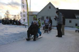 Ungdomssegraren Oskar Jonasson på startlinjen tillsammans med Rasmus Karlsson på sätet, gjorde ett starkt lopp.