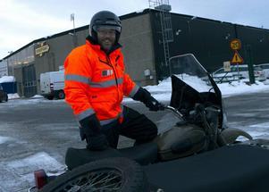 Henrik Åhströms på sin ryska Ural med sidovagn.
