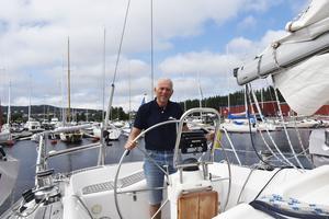 Enligt Robert Karlsson går trenden mot större segelbåtar med högra komfort.