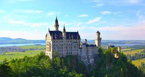 Sagoslottet Neuschwanstein utanför Füssen är en av upplevelserna längs den romantiska vägen i Tyskland.