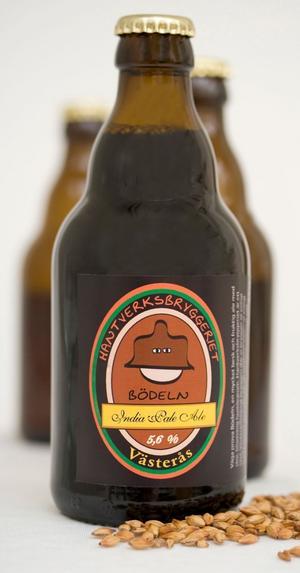 Bödeln India Pale Ale - tufft namn på ett stöddigt öl med koncentrerad fruktighet och påtaglig kraft i humlebeskan. Ett av flera riktigt intressanta öl bland majnyheterna.