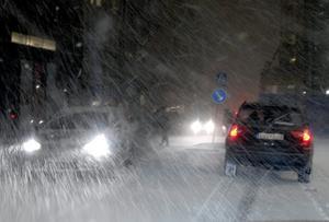 Ikväll utfärdar SMHI en så kallad klass 1-varning för snöfallet som kommer in över länet.