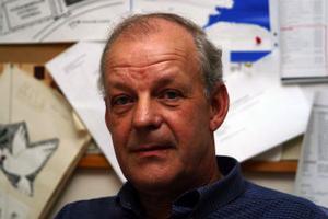 Kjell Sundqvist, 55, fritidschef, Ånge:–Jag läser mest tidningar. Men en av mina favoriter bland författarna är Peter Englund.