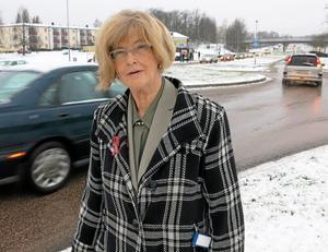 Sänk till 40 km/tim! Det skulle ge en signal till bilisterna på Råbyleden att se upp när de passerar Råby centrum, menar Catrin Lindberg.
