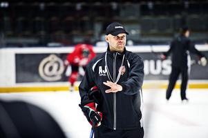 Andreas Johansson berättar om de 14 nya spelarna i truppen.