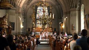 Elever från musikskolan i Norberg framträdde för publiken inne i Norbergs kyrka.