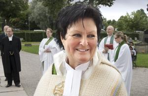 Lena Wängmark hade dagen till ära lånat en korkåpa från Ovanåkers församling.