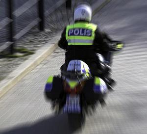 Drogpåverkad man vansinneskörde på motorcykel och blev jagad av polis.