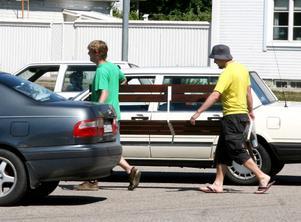 Elevrådet tar inte ansvar för eventuella brott som begås under skattjakten. Fast att låna en parkbänk kanske inte räknas som olagligt?