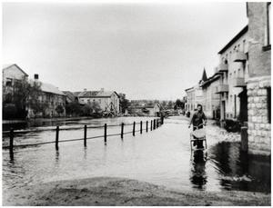 Östra Hamngatan norrut från Stadshusgränd. Juni 1944 Foto: Ur Bergslagets ArkivBerg