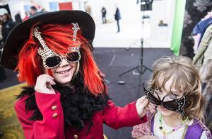 Julia Jonsson, 8 år och Anna Jonsson, 6 år, tyckte att klä ut sig var det roligaste på årets Vårmässa.
