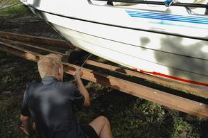 I dag målar de flesta båtägare sin båt med giftig bottenfärg. De skulle göra en riktigt god insats för vattnet om de använder metoder utan gift, skriver Mårten Wallberg, Anders Karlsson, Lena Nyberg och Peter Karlsson.