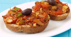 Pintxos med grönsaker och manchego.