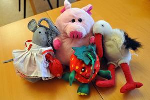 Några av mjukisdjuren som väntade på sin tur att bli inslagna och skickas som julklapp till Polen eller Litauen.