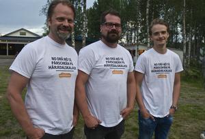 Arrangören Patrik Frisk är mycket nöjd med lördagskvällen i Hede folkpark. Här är han tillsammans med Pontus Frisk och Birk Frisk.