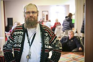 – Hela köket är nyrenoverat, de har satt in en handikapptoalett med dusch och en skiljevägg så att vi kan ha ett samtalsrum här, säger Mikael Nilsson.