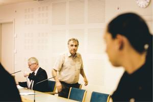 Aktiv. Det var till Battal Batti, och inte till SOS Alarm, som en av de åtalade släktingarna ringde när deras´medbrottsling låg på marken med uppskuren mage efter knivbråket. Battal Batti kom dit och åkte sedan in till sjukhuset och träffade de tre män som timmarna senare anhölls för knivskärningen.  Foto: Gustav Gräll