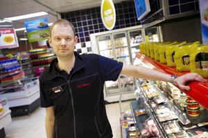 Stefan Jonasson driver butiken Ica Nära Nälden.