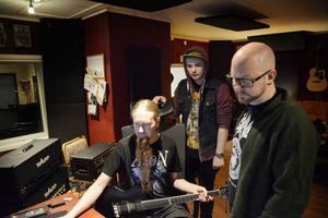 Souldrainer är mitt uppe i arbetet med det nya albumet. Förutom att bas, trummor, gitarr och sång ska spelas in ska det även petas en del i datorn.