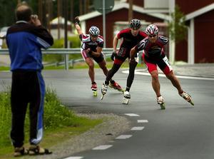 Rondellkörning. Åkarna uppmanades att tänka på rådande rondellregler när de efter halva loppet utförde en vänstersväng i rondellen. Foto:Jan Dalevall