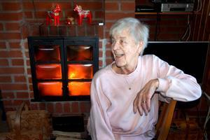 – Kaminen är jättebra, säger Margit Hanser. Tack vare den har hon och maken Tage hållit huset varmt medan strömmen varit borta.