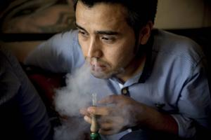 Precis som många andra unga afghaner funderar Ali Rezai på en annan framtid än som flykting i Iran.