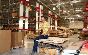 Fredrik Norman är logistikchef på Ikea i Borlänge.  – Det är mycket att stå i för att se till att allt fungerar, säger han. Foto: Johnny Fredborg