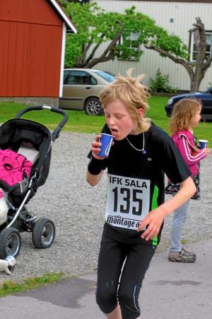 Unge Edvin Carstensen, IFK Sala, sprang milloppet.