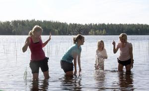 Det fanns tid för sommarens kanske sista dopp.