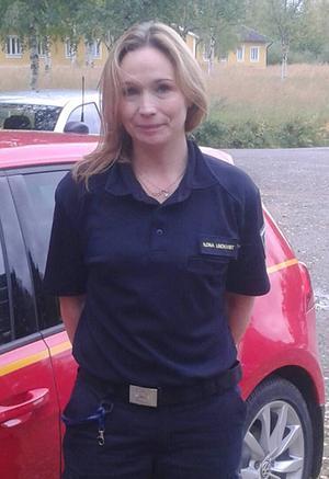 Ilona Lindkvist, från Jämtlands räddningstjänstförbund, besökte pensionärerna i PRO Hede-Vemdalen.