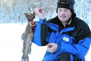 Henrik Svensson var den förste som fick upp en rejäl firre på 2,5 kg