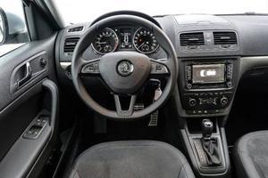 Bildtext 5: Skoda bygger i dag lika bra bilar som koncernsyskonen inom Volkswagengruppen och det mesta i interiören bär också klara släktdrag. Med andra ord lika funktionellt som tråkigt.Foto: Anders Wiklund/TT