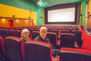 Folkets hus bio i Fagersta renoverades och öppnades till sportlovsveckan. Ordöfrande Pirkko Heikkinen och kassören Christer Lindberg.