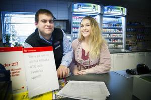 Robert och Jessica Wennerholm vill utöka sortimentet i sin butik i Vallsta med spelservice. Robert är också ägare av Vilan hotell & restaurang i Orbaden.