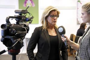 Åsa Wiklund Lång intervjuas av Linnea Brundell under presskonferensen på måndagen.SKFAB