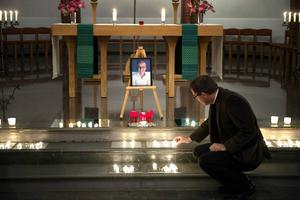 Sundsvall 8 september: 25-åriga småbarnsmamman Stina Zetterberg hittas mördad vid Sidsjöbäcken.