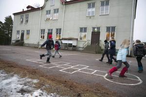 En friskoleförening undersöker möjligheterna att driva Saxdalens skola vidare efter att det nu står definitivt klart att kommunen vill stänga den.