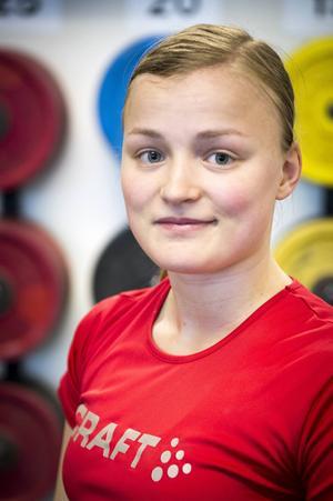 Lita Söderqvist är endast 21 år och har fina meriter i tyngdlyftningen, samtidigt som hon studerar till att bli läkare.