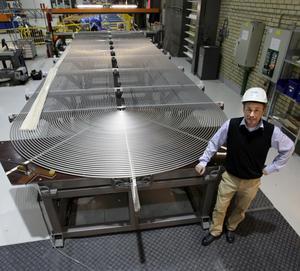 I ett kärnkraftverk går det åt cirka 20000 generatorrör, berättar produktionschefen Jan-Erik Sundström och visar en