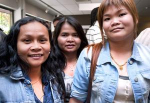 Sukanya Saenkum, Chuthamat Korkaeo Krüger och Patcharee Srichai besökte rekryteringsmässan för nyanlända som arrangerades på Arbetsförmedlingen .