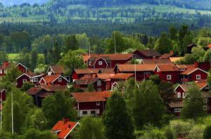 Leksandsrundan ger cyklisterna chansen att upptäcka byarnas skönhet - här ses en del av Ullvi.